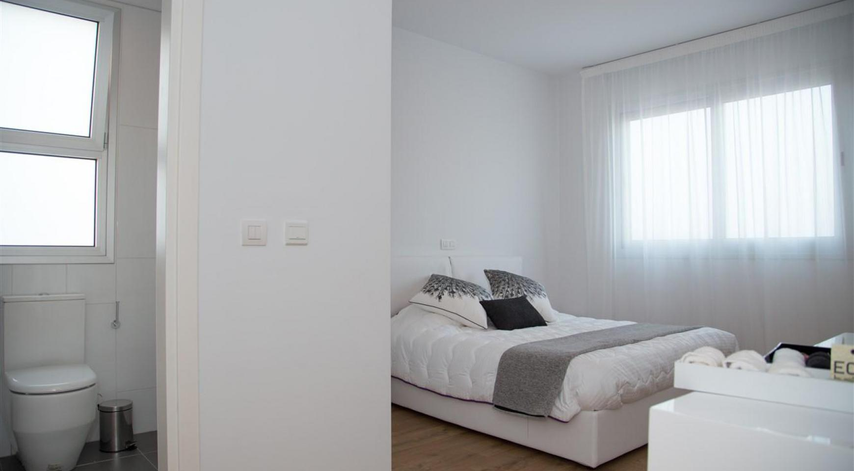 Spacious Luxury 3 Bedroom Apartment in a New Complex - 31