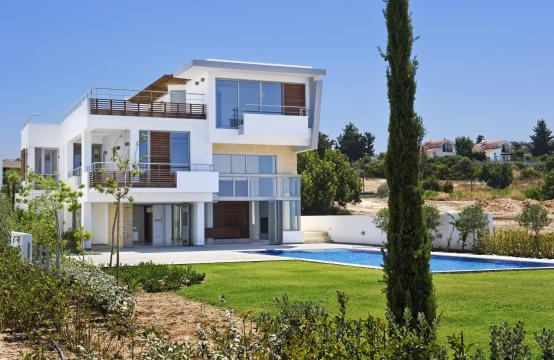 4 Bedroom Villa with Sea Views near Latsi