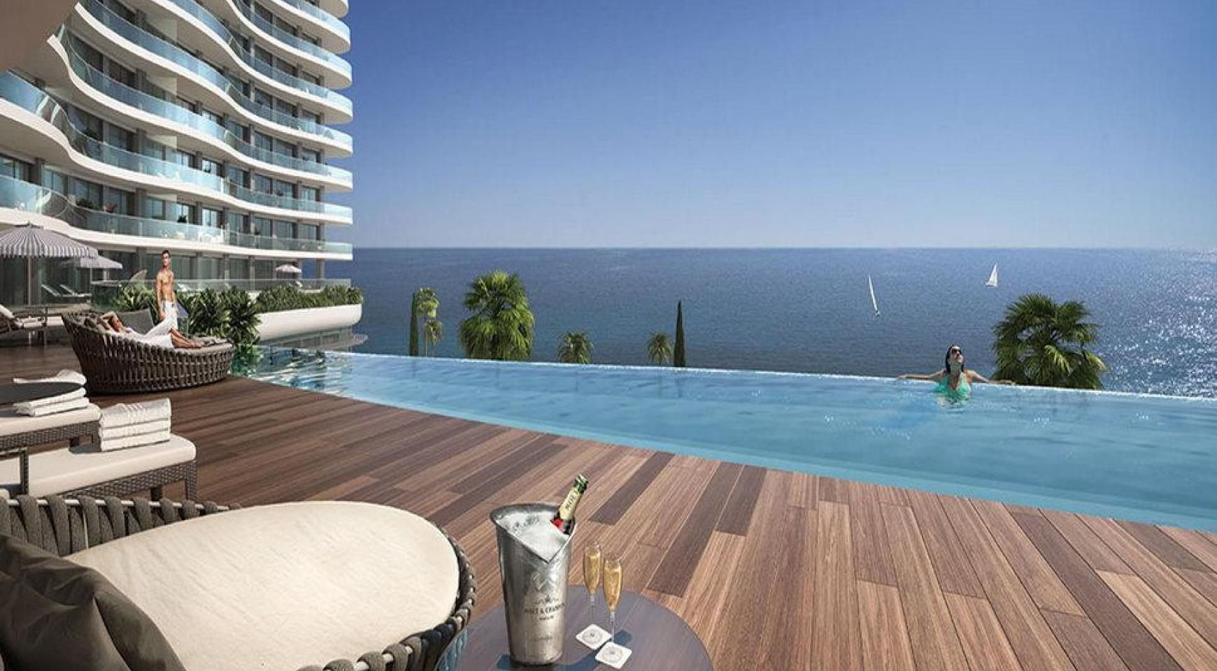 Luxurious 3 Bedroom Apartment in an Exclusive Seafront Project   - 4