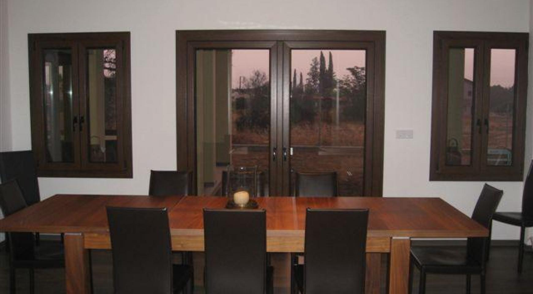 Spacious 4 Bedroom House in Nisou Area - 13