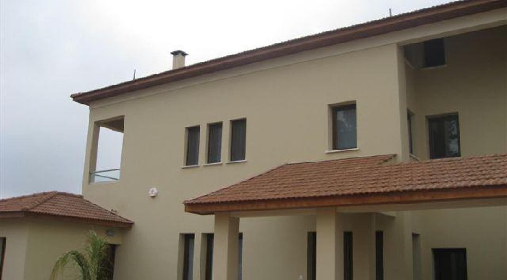 Spacious 4 Bedroom House in Nisou Area - 1