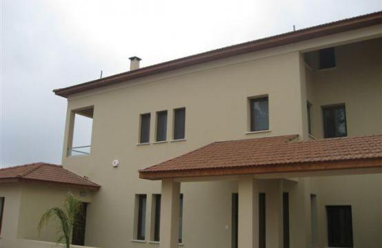 Spacious 4 Bedroom House in Nisou Area