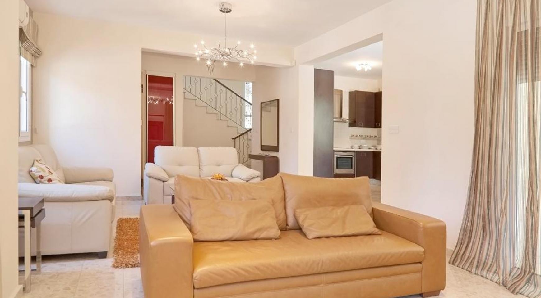 Beautiful 3 Bedroom Villa in a Prestigious Complex - 10