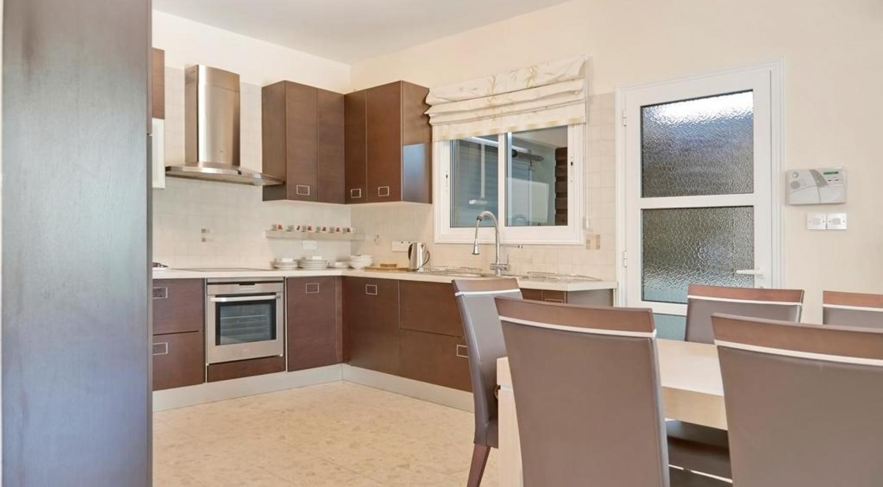 Beautiful 3 Bedroom Villa in a Prestigious Complex - 12
