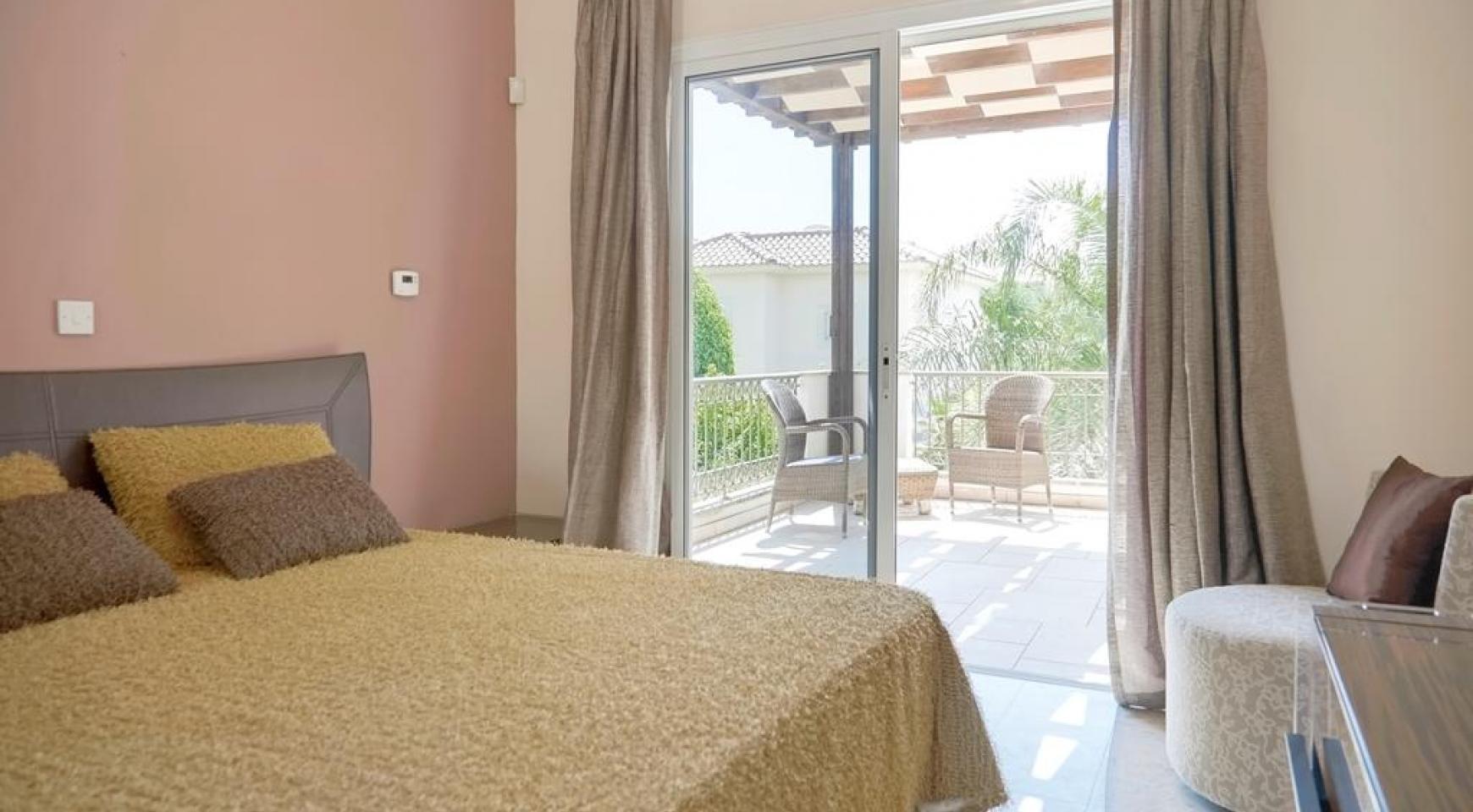 Beautiful 3 Bedroom Villa in a Prestigious Complex - 17