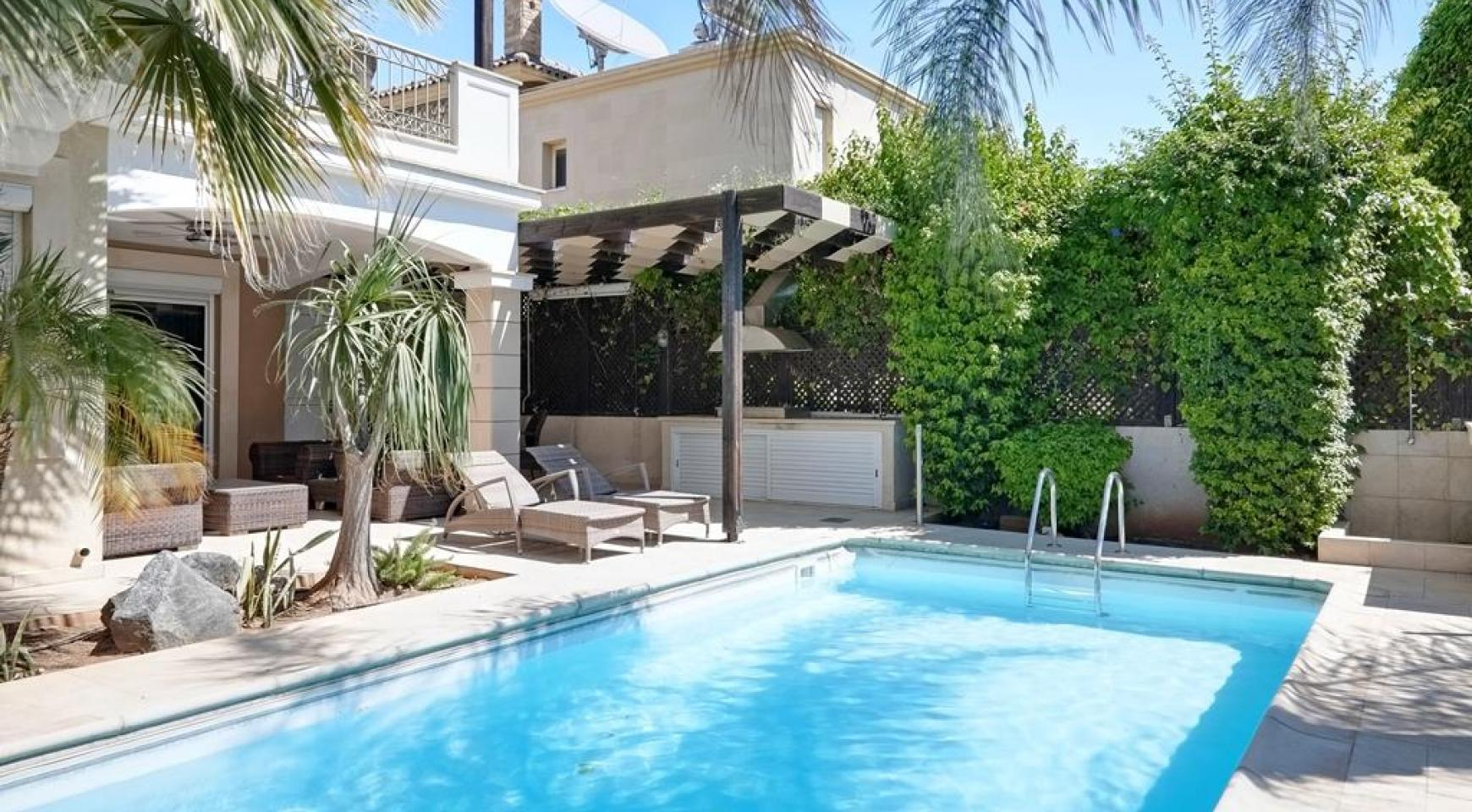 Beautiful 3 Bedroom Villa in a Prestigious Complex - 1