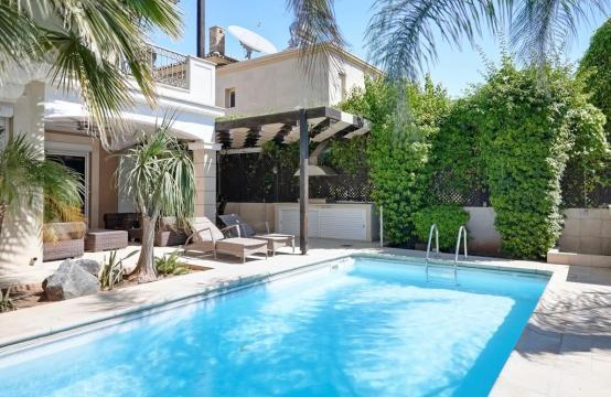 Beautiful 3 Bedroom Villa in a Prestigious Complex