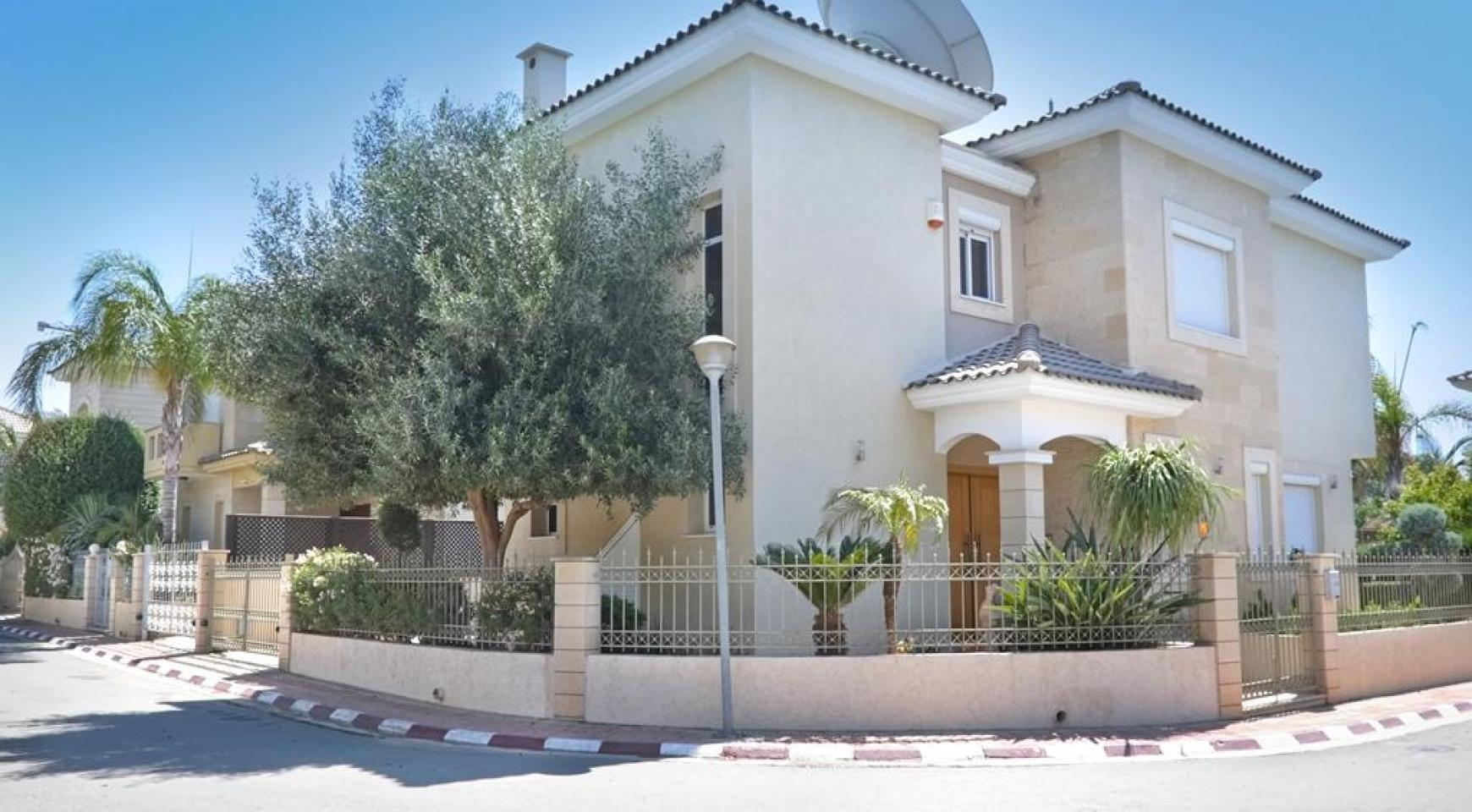 Beautiful 3 Bedroom Villa in a Prestigious Complex - 7