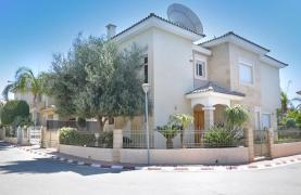 Beautiful 3 Bedroom Villa in a Prestigious Complex - 31