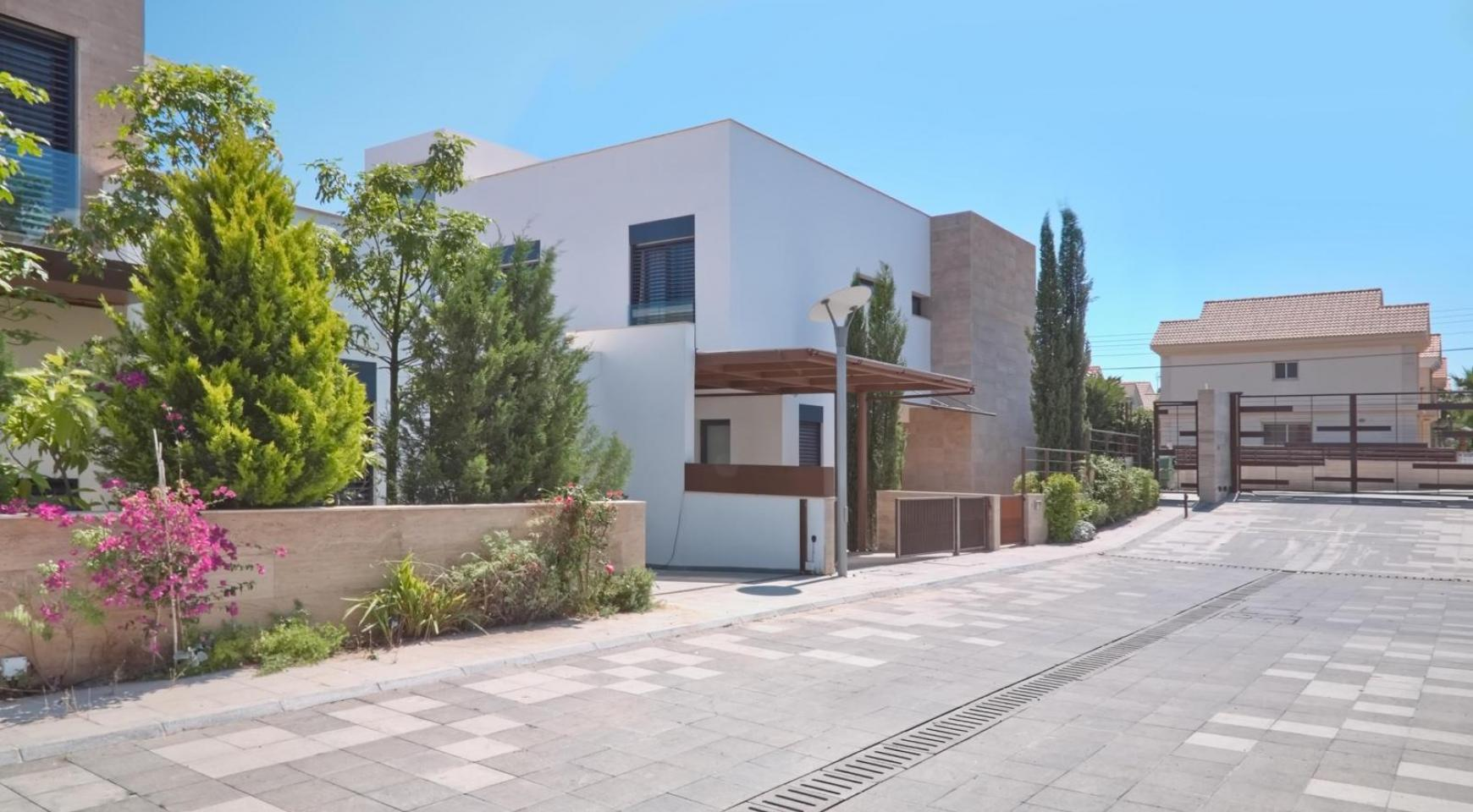 New Luxurious 3 Bedroom Villa  within a Gated Project near the Sea - 2