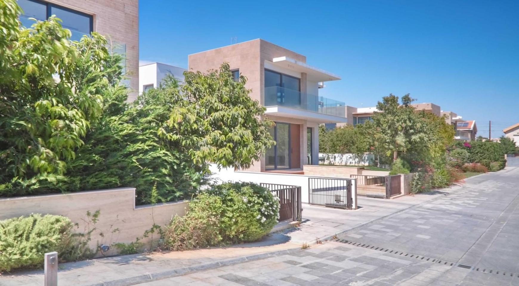 New Luxurious 3 Bedroom Villa  within a Gated Project near the Sea - 1