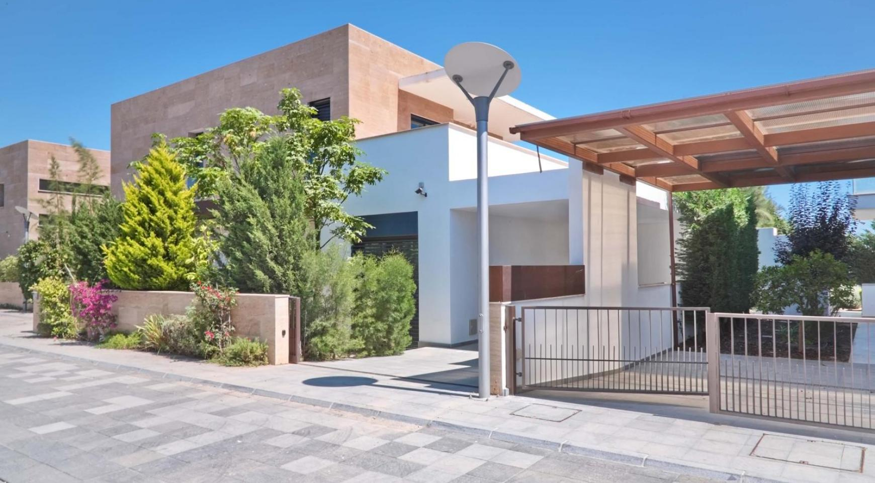 New Luxurious 3 Bedroom Villa  within a Gated Project near the Sea - 3