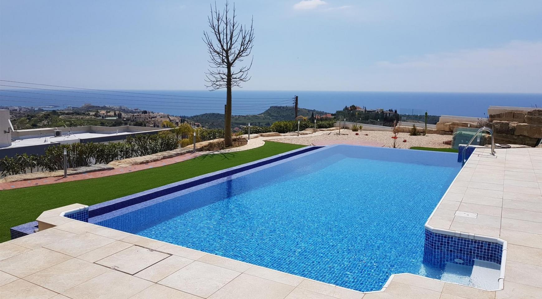 Luxurious 6 Bedroom Villa with Breathtaking Sea Views - 7
