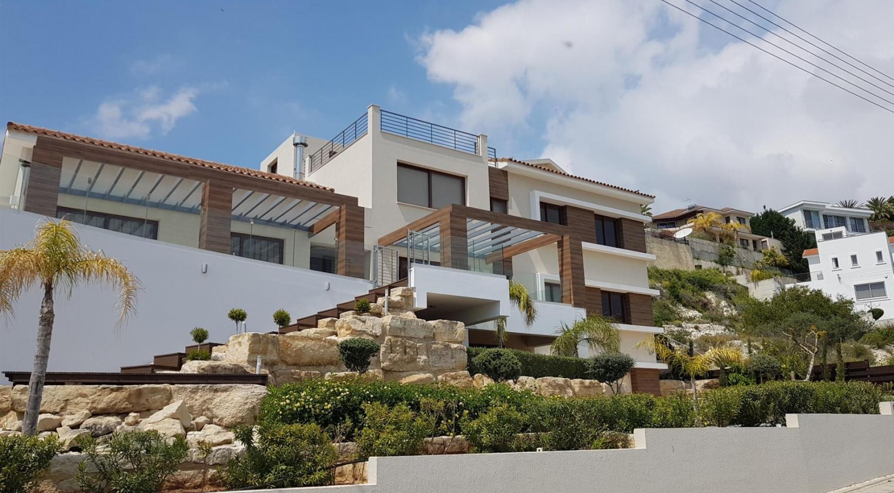 Luxurious 6 Bedroom Villa with Breathtaking Sea Views - 1
