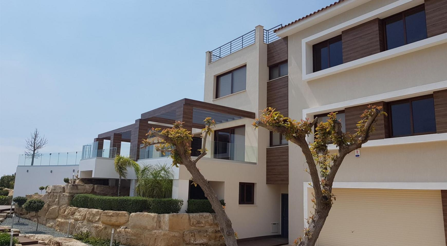 Luxurious 6 Bedroom Villa with Breathtaking Sea Views - 4