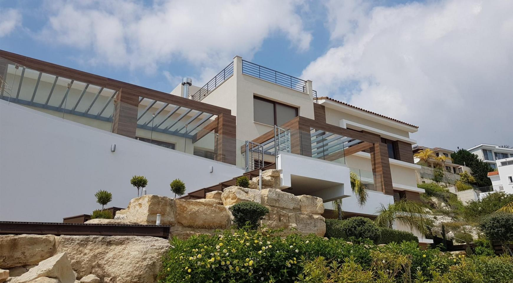 Luxurious 6 Bedroom Villa with Breathtaking Sea Views - 3