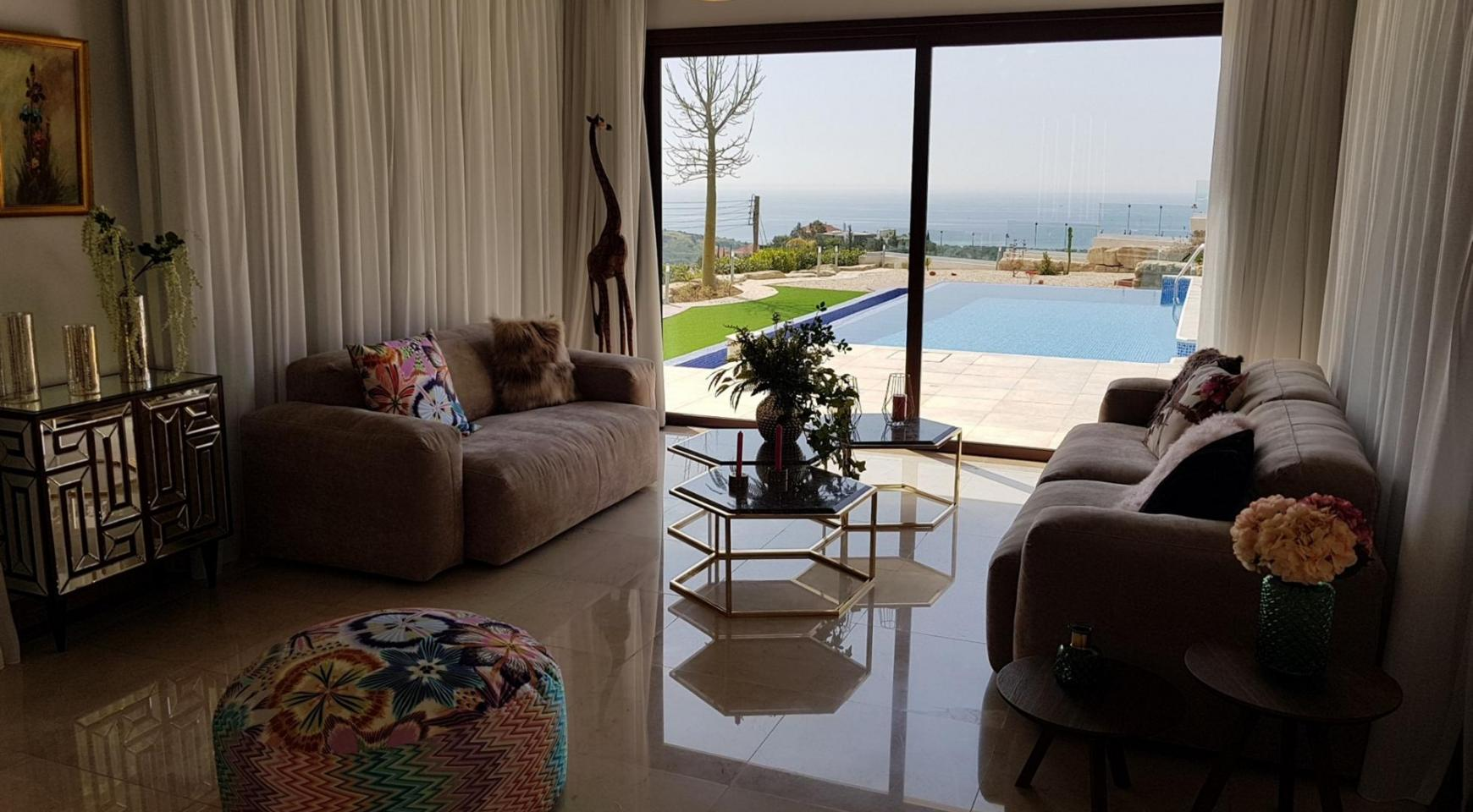 Luxurious 6 Bedroom Villa with Breathtaking Sea Views - 16