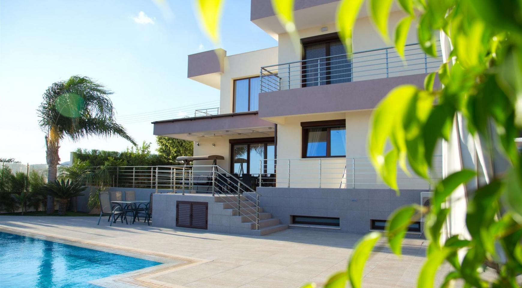 Luxurious Modern Villa with Breathtaking Sea Views in Sfalaggiotissa Area - 4