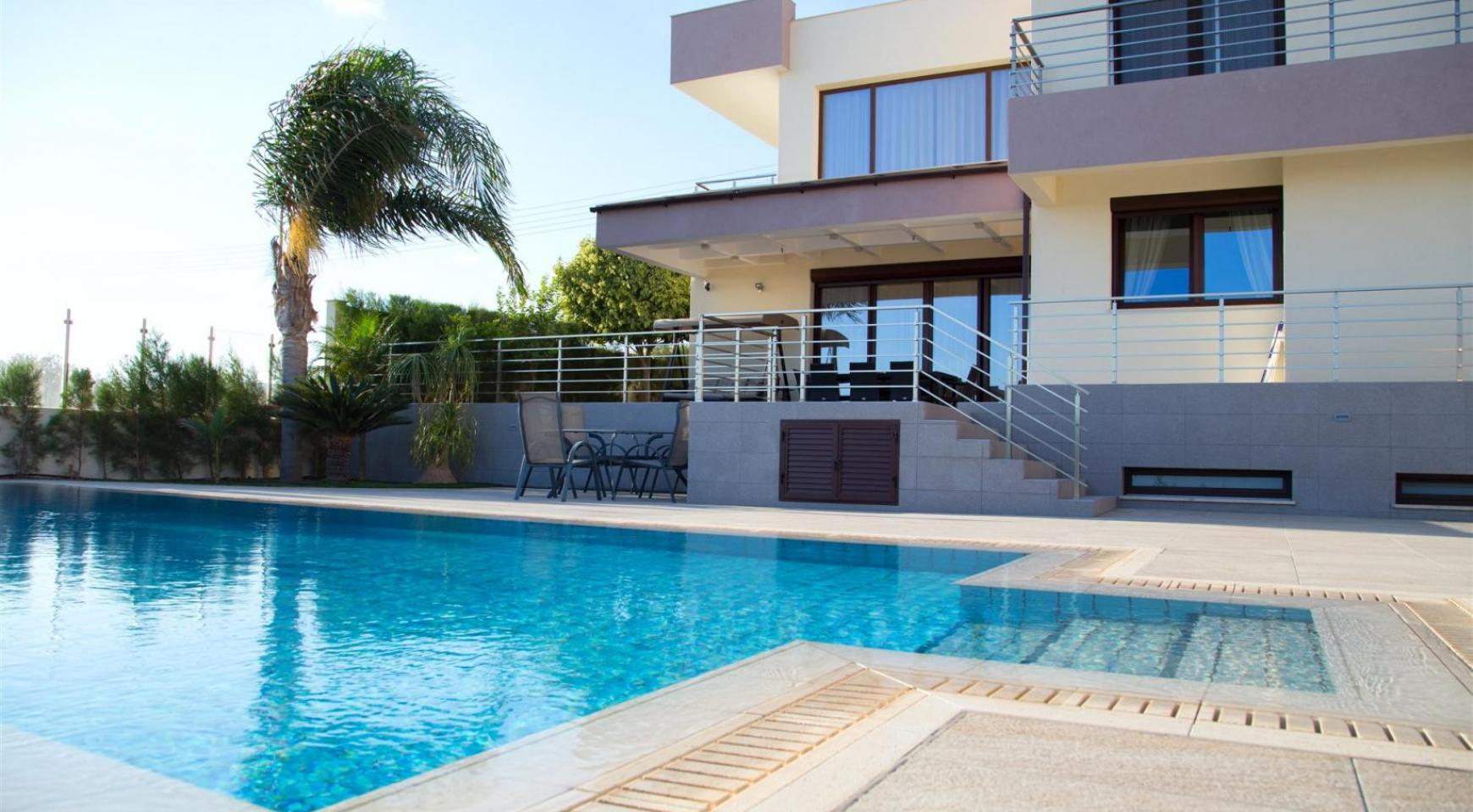Luxurious Modern Villa with Breathtaking Sea Views in Sfalaggiotissa Area - 2
