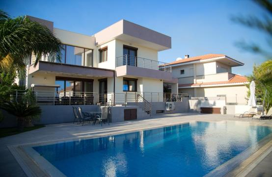 Luxurious Modern Villa with Breathtaking Sea Views in Sfalaggiotissa Area