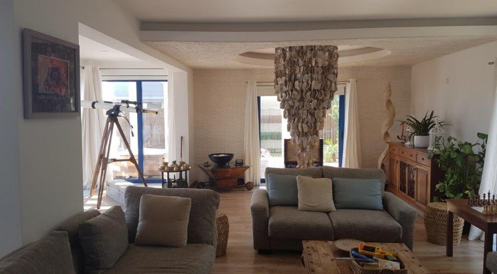 5 Bedroom Villa with Sea Views in Agios Tychonas Area - 10