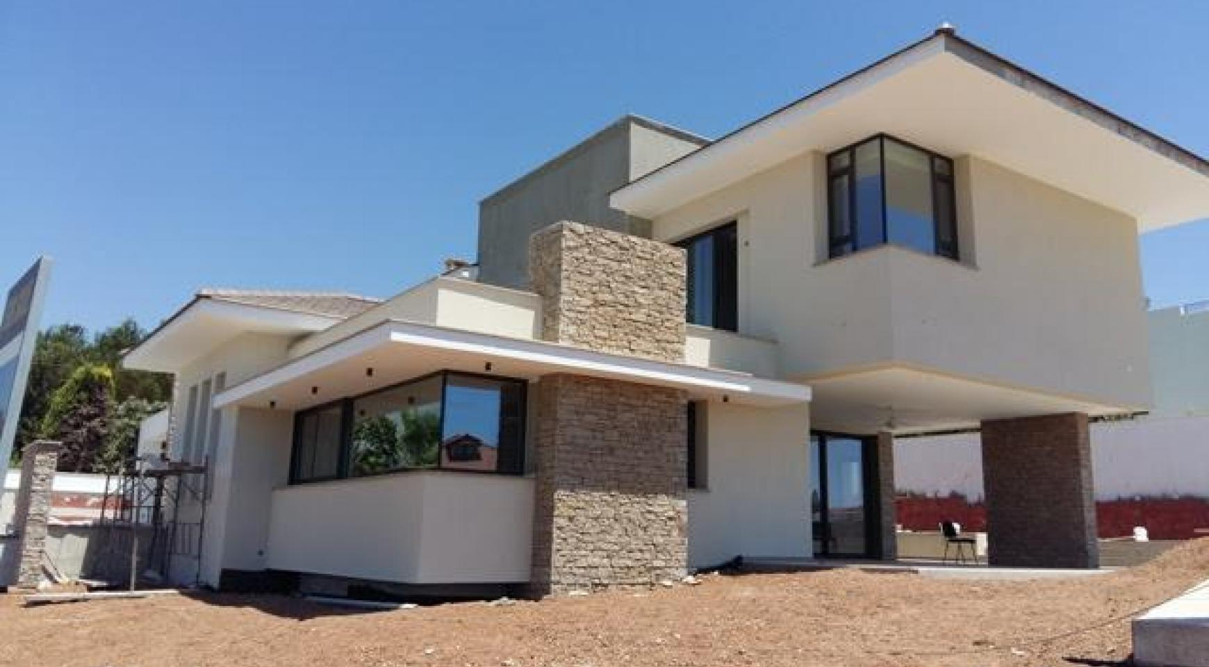 New Luxurious 4 Bedroom Villa With Sea Views in Messovounia - 1
