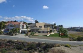 New Luxurious 4 Bedroom Villa With Sea Views in Messovounia - 17
