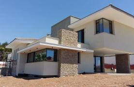 New Luxurious 4 Bedroom Villa With Sea Views in Messovounia - 16