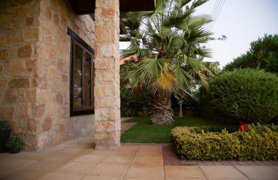 Nice 4 Bedroom Villa in Souni