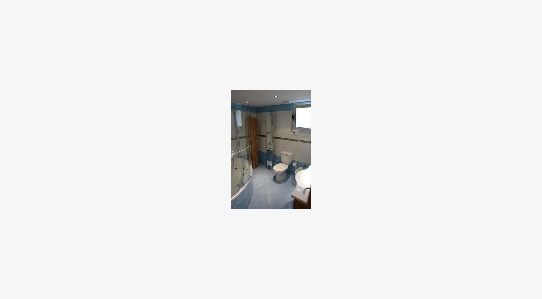 Cozy 3 Bedroom Apartment by the Sea in Potamos Germasogeia  - 15