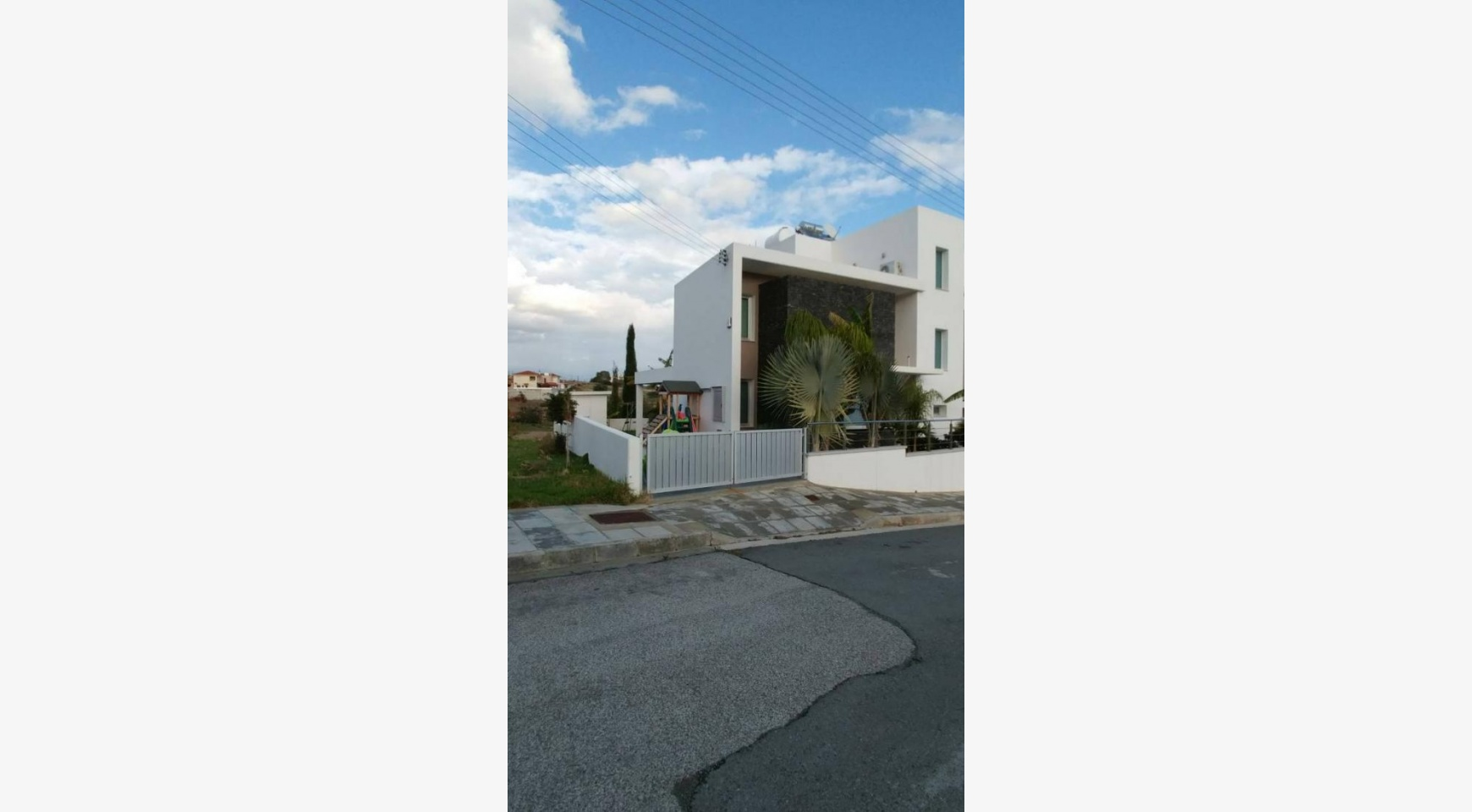 Modern Spacious 4 Bedroom semi-Detached House in Episkopi - 9