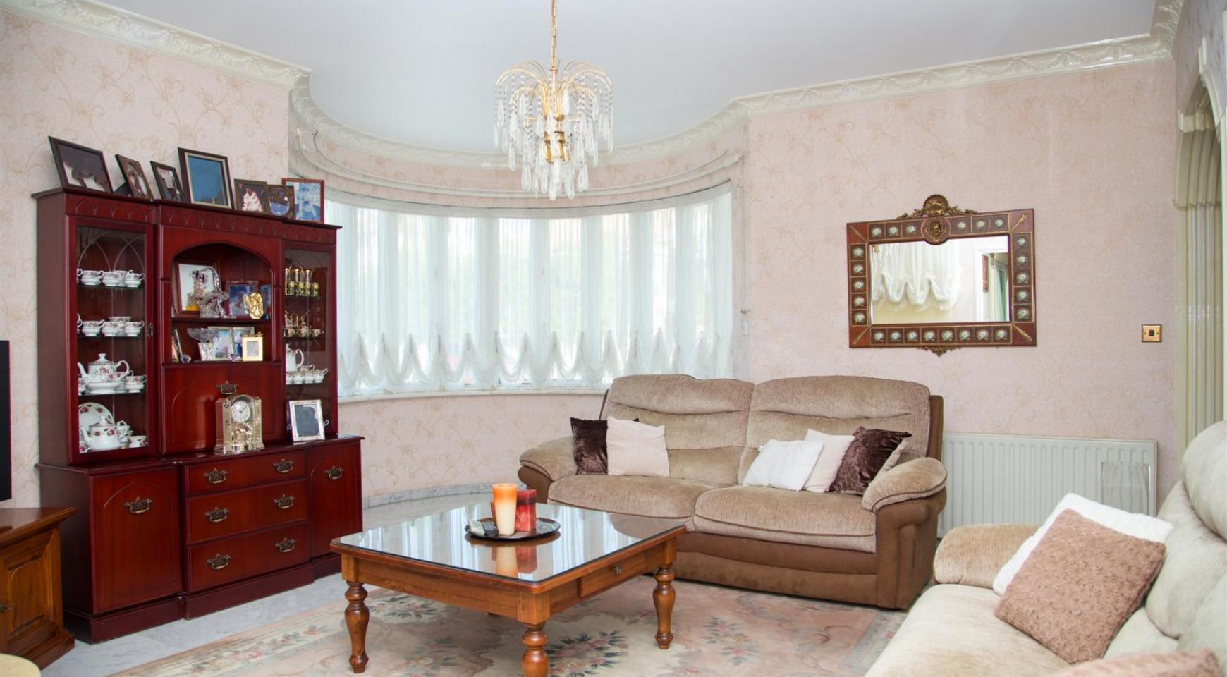 Spacious 4 Bedroom Villa in Germasogeia - 13