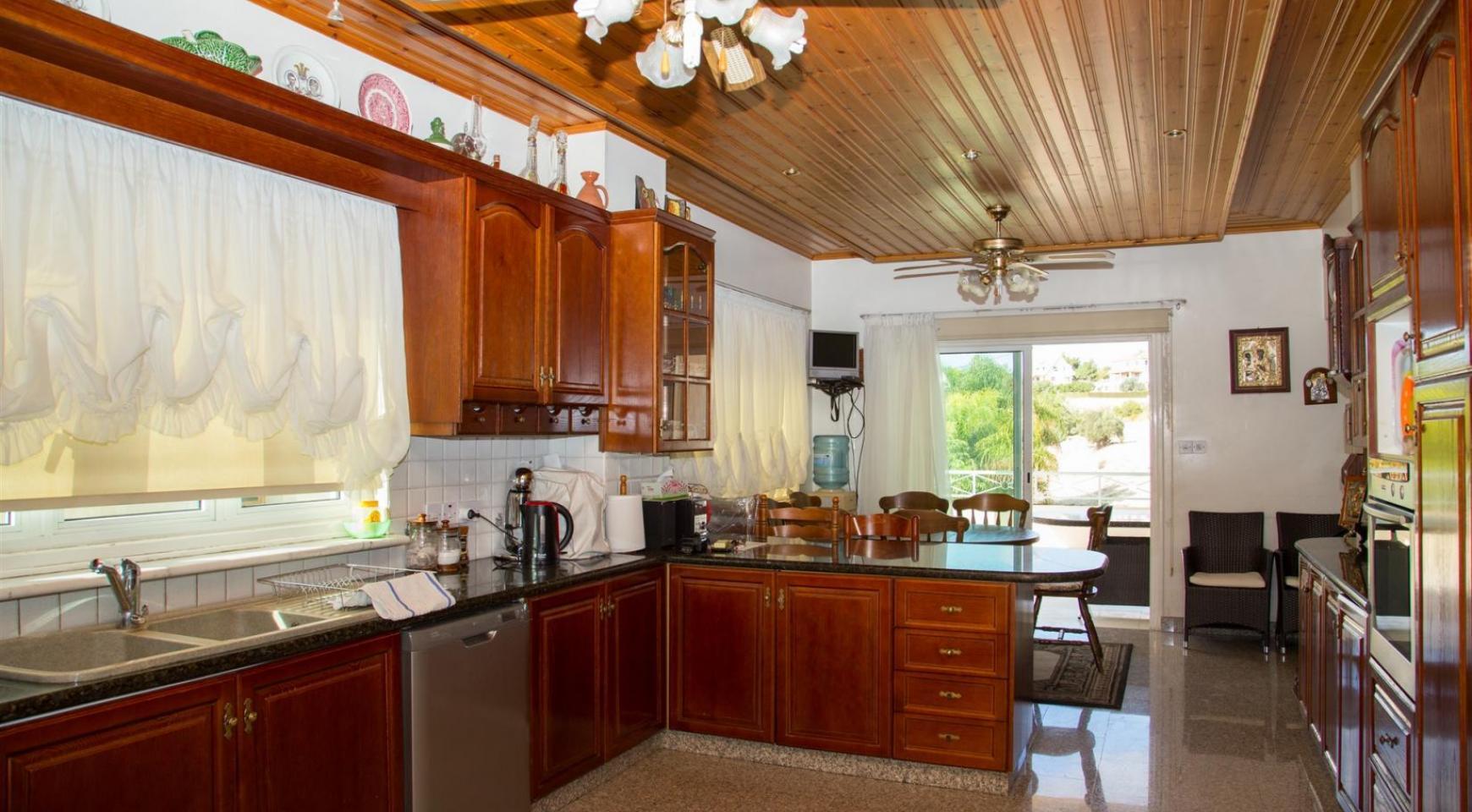 Spacious 4 Bedroom Villa in Germasogeia - 16