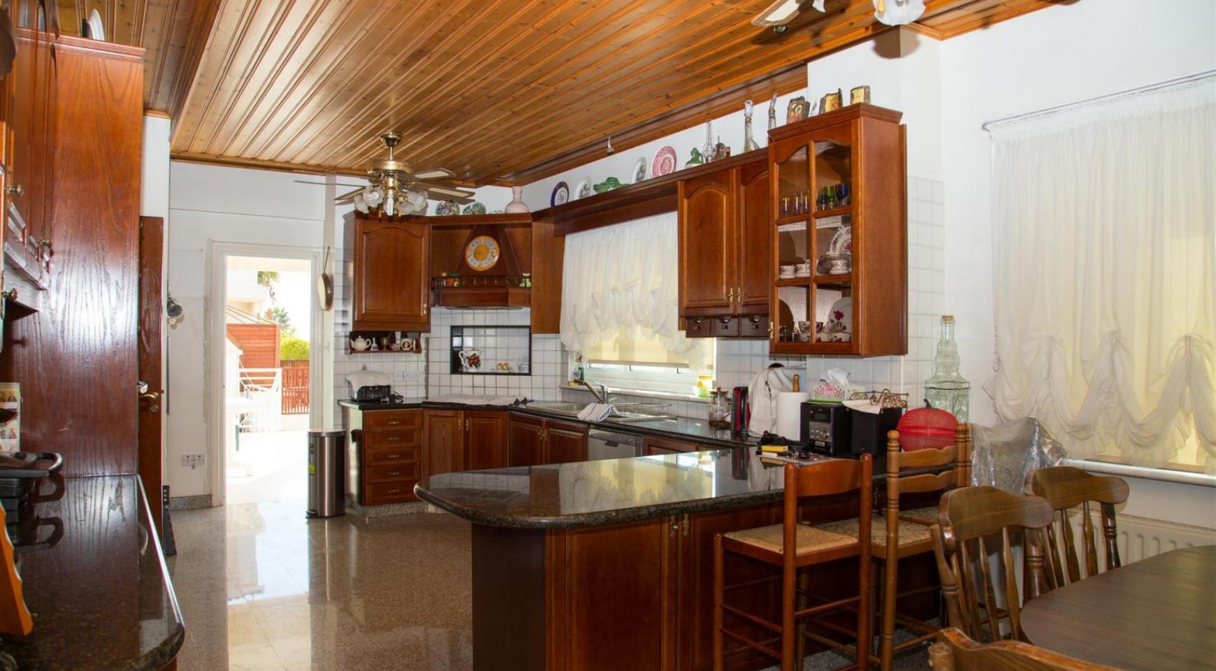 Spacious 4 Bedroom Villa in Germasogeia - 15