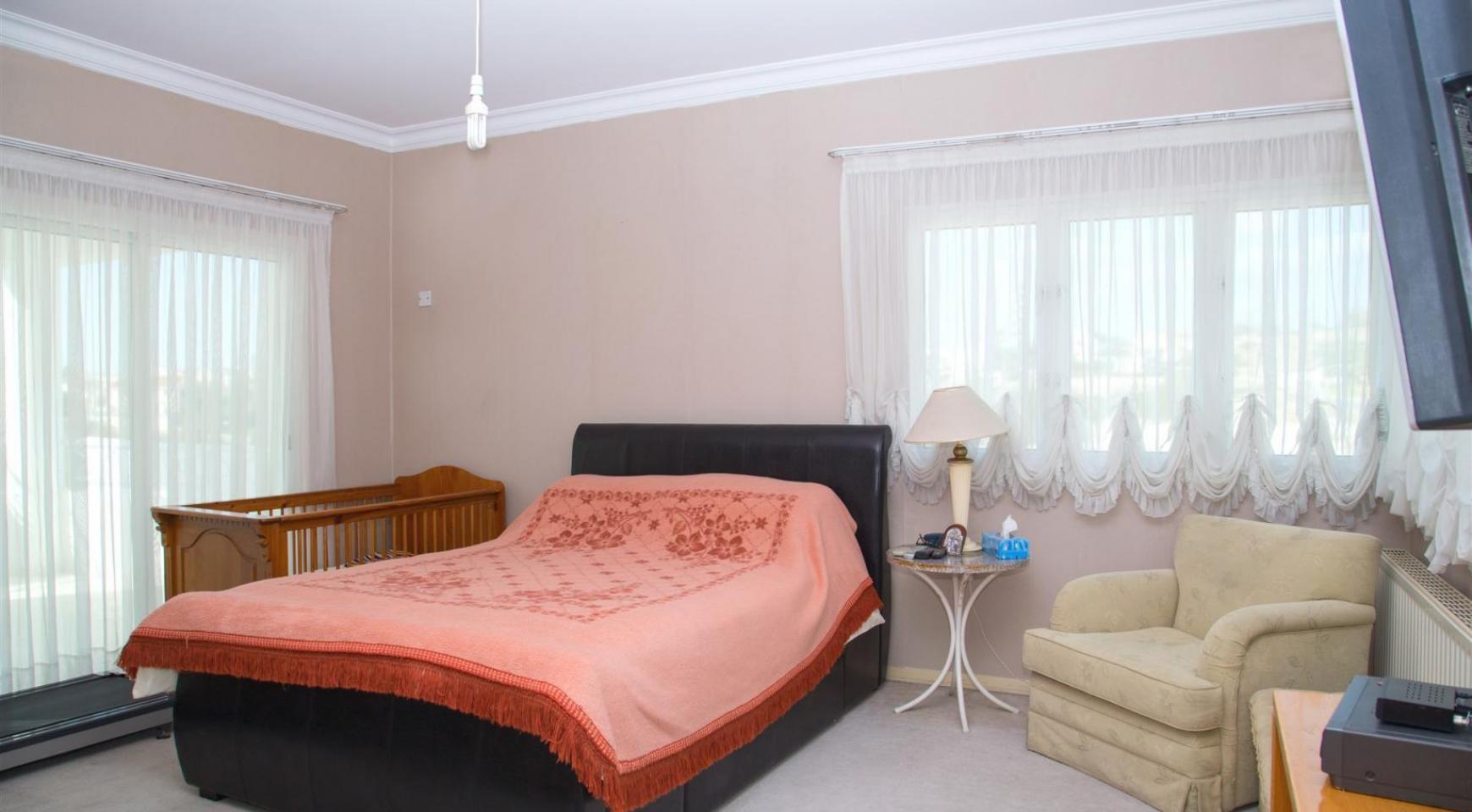 Spacious 4 Bedroom Villa in Germasogeia - 19