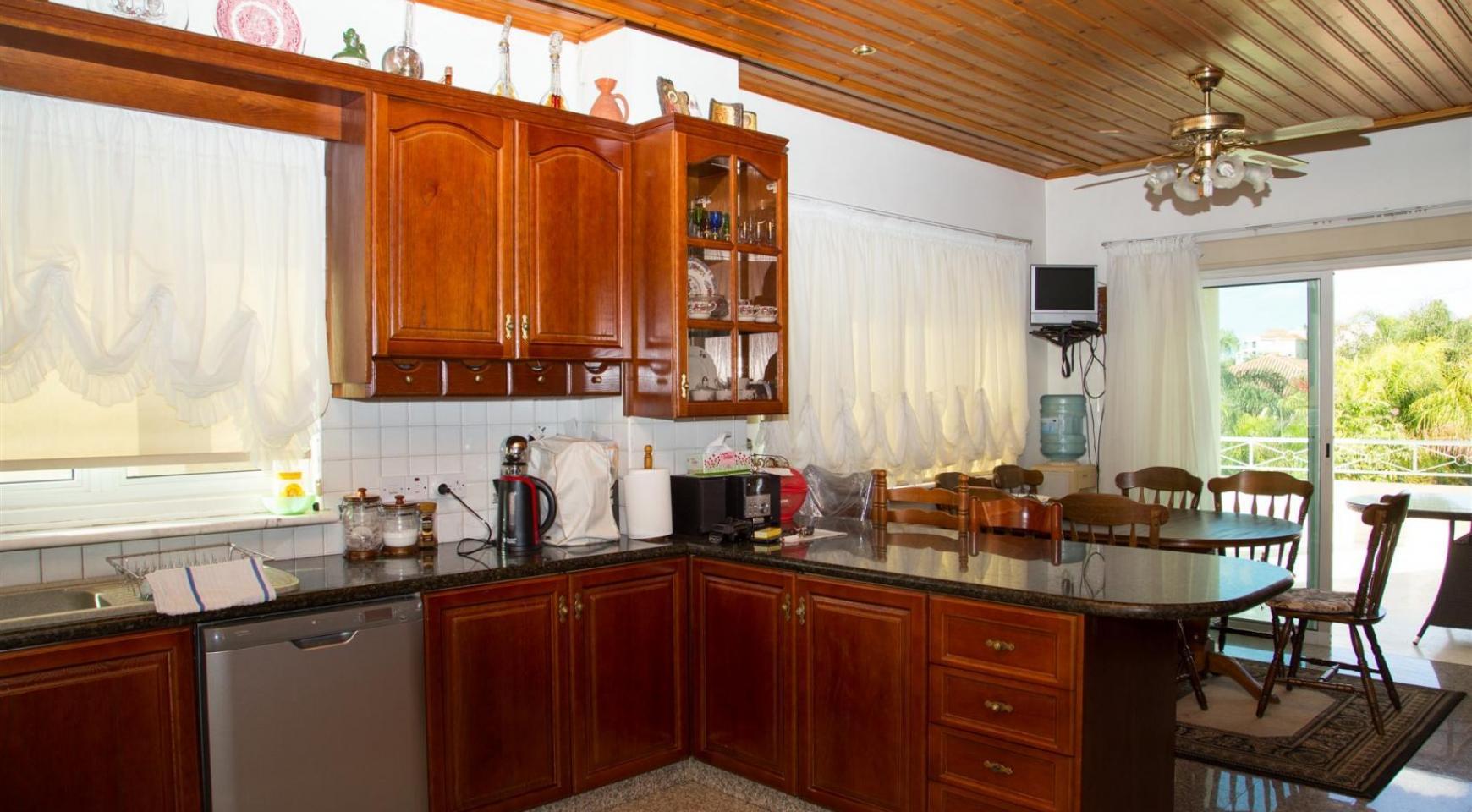 Spacious 4 Bedroom Villa in Germasogeia - 14