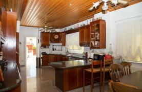 Spacious 4 Bedroom Villa in Germasogeia - 41