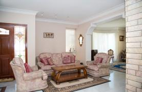 Spacious 4 Bedroom Villa in Germasogeia - 33