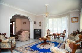 Spacious 4 Bedroom Villa in Germasogeia - 36