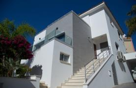 Contemporary 3 Bedroom Villa with Breathtaking Sea Views in Agios Tychonas - 75