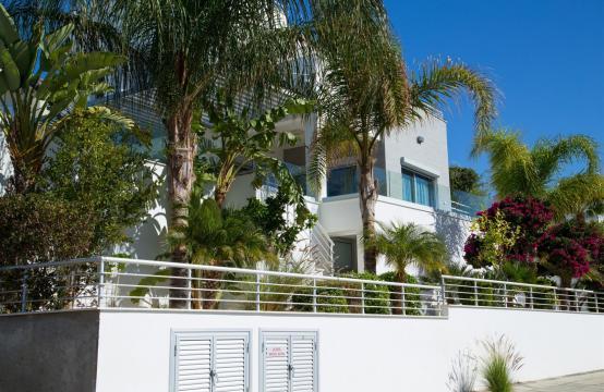 Contemporary 3 Bedroom Villa with Breathtaking Sea Views in Agios Tychonas