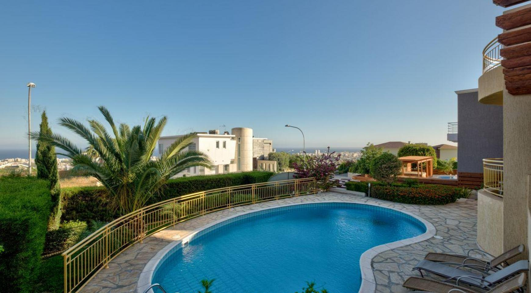 Cozy 4 Bedroom Villa with Amazing Sea and City Views in Germasogeia - 3
