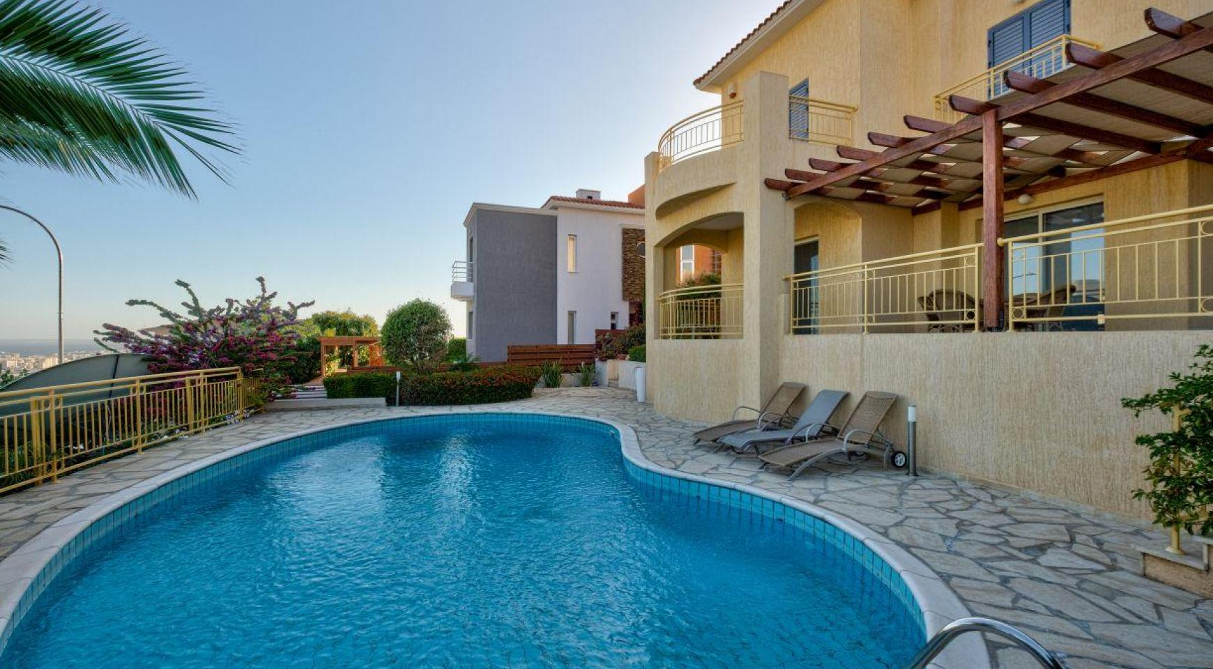 Cozy 4 Bedroom Villa with Amazing Sea and City Views in Germasogeia - 1