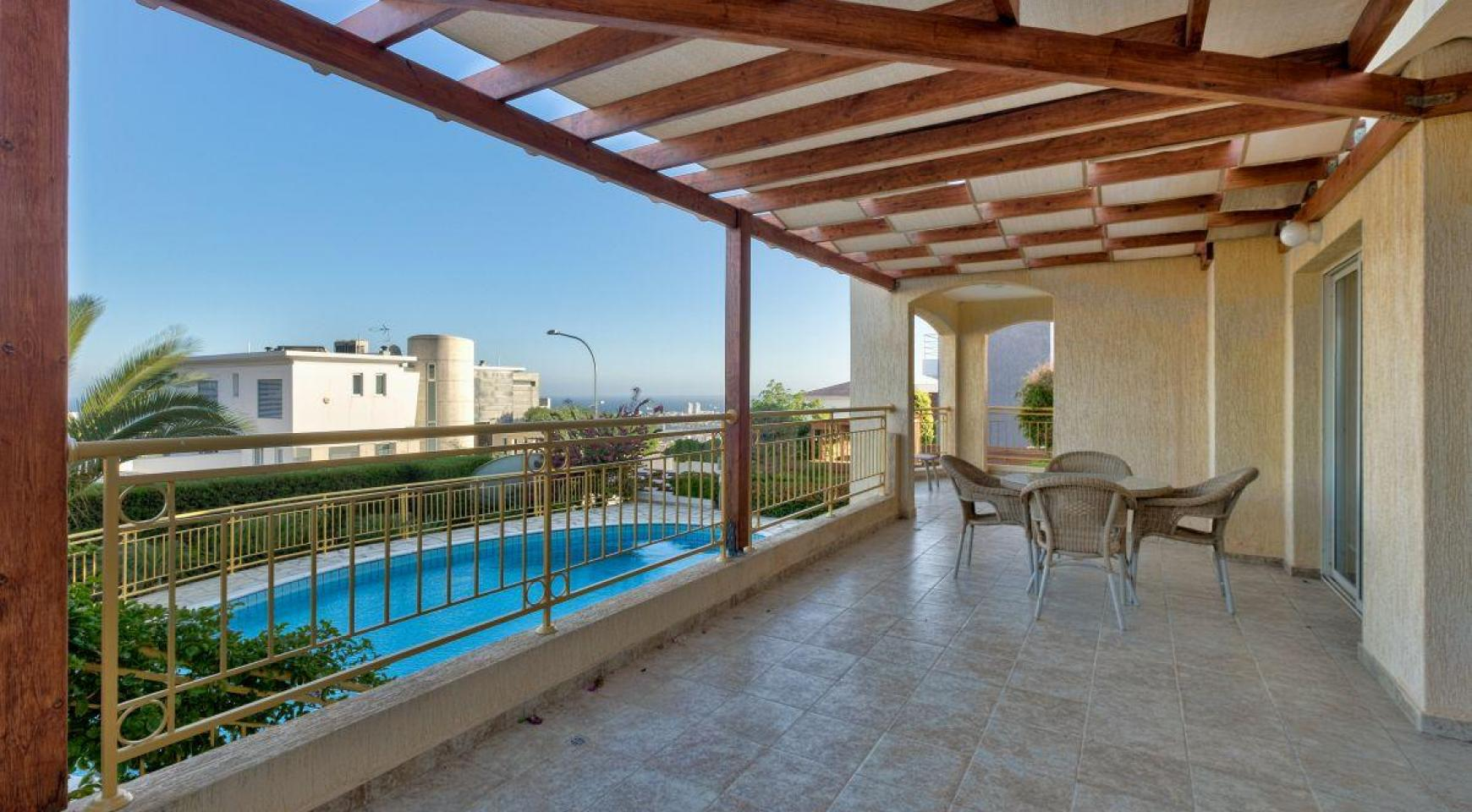 Cozy 4 Bedroom Villa with Amazing Sea and City Views in Germasogeia - 7