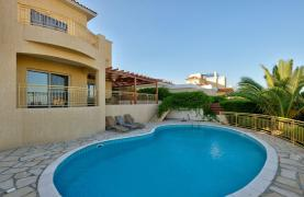Cozy 4 Bedroom Villa with Amazing Sea and City Views in Germasogeia - 22