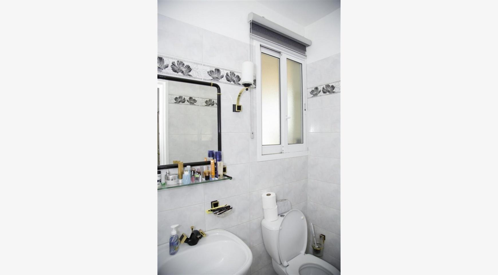 Spacious 5 Bedroom House in Agios Athanasios Area - 26