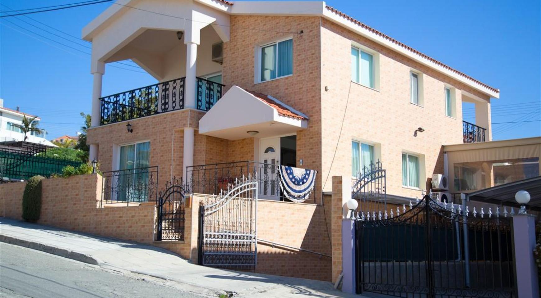 Spacious 5 Bedroom House in Agios Athanasios Area - 3