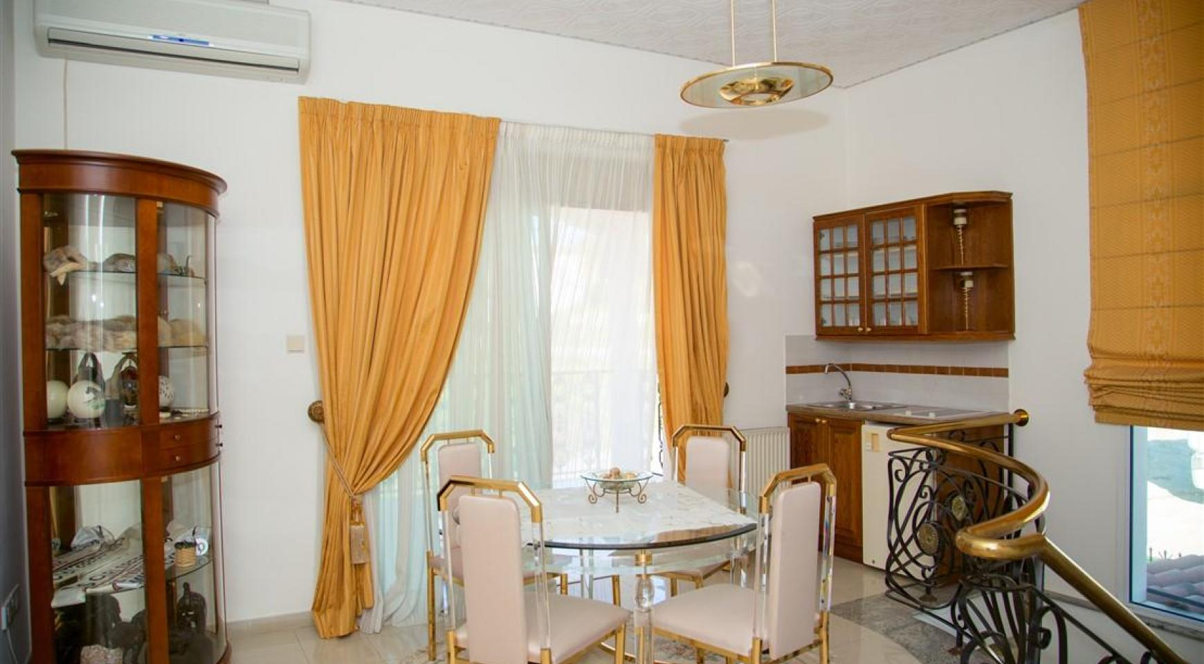 Spacious 5 Bedroom House in Agios Athanasios Area - 15
