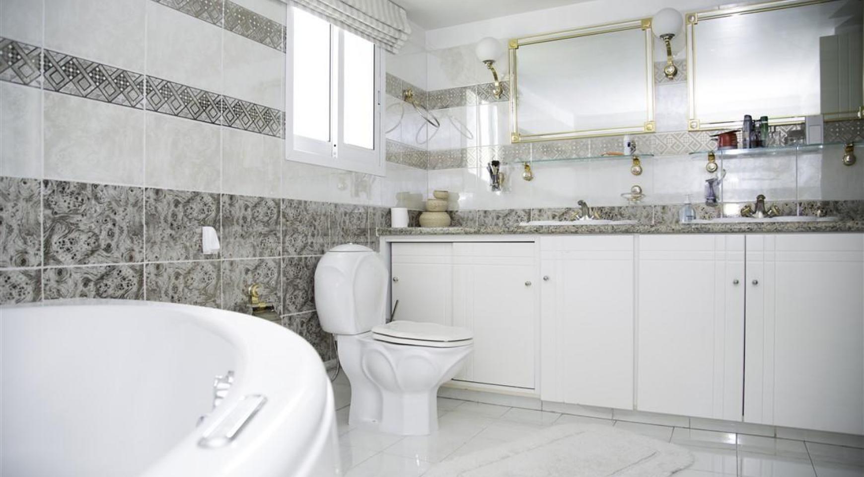 Spacious 5 Bedroom House in Agios Athanasios Area - 24
