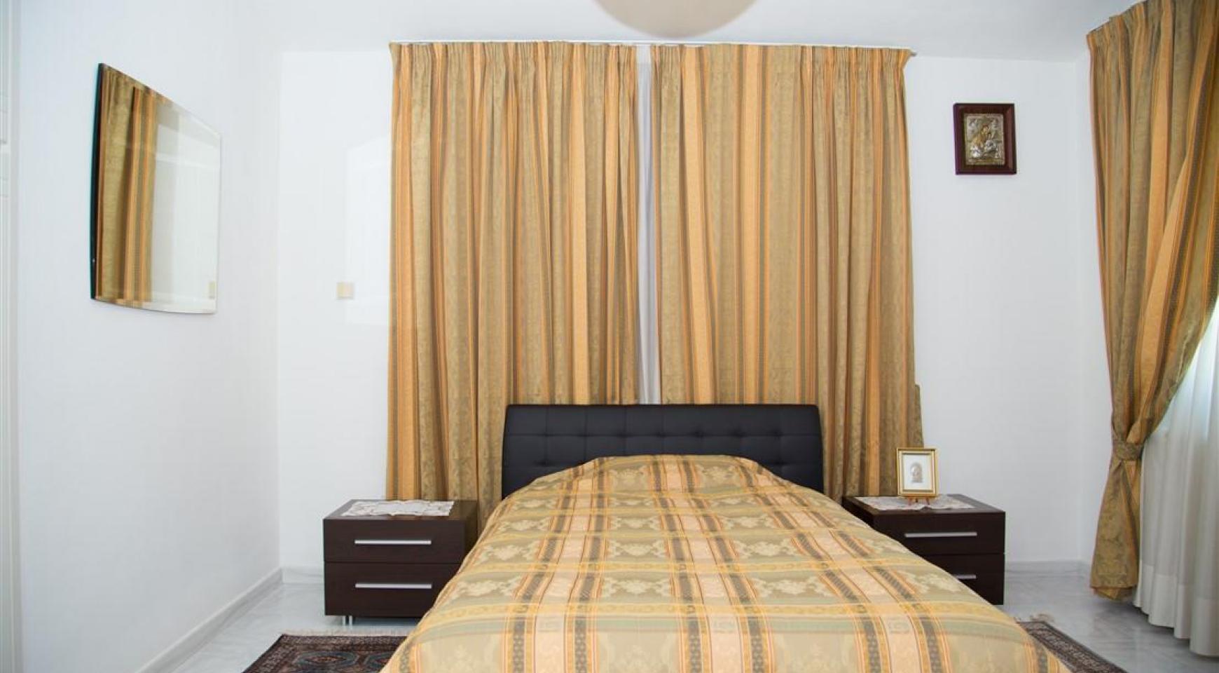 Spacious 5 Bedroom House in Agios Athanasios Area - 17